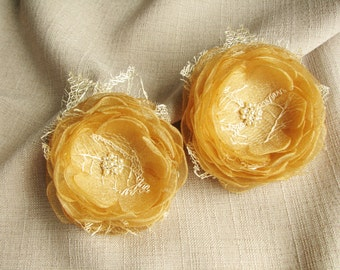 Flower hair clips Golden bridal hair accessories Floral hair pieces Wedding flowers Set of 2