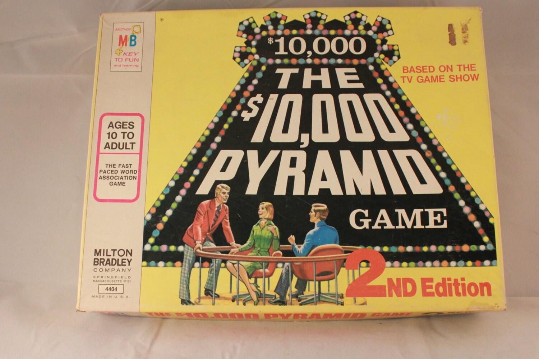 $10 000 pyramid board game
