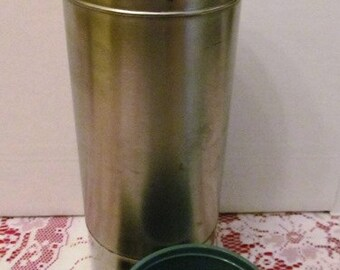 Vintage Stainless Steel Thermos KST King Seeley Thermos Co. Turquoise Plastic Lid Cup Topper Quart Size USA