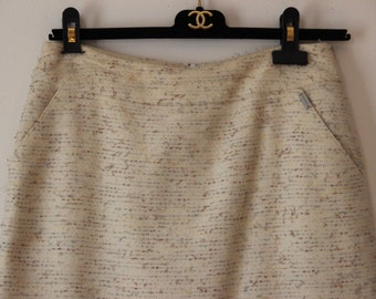 CHANEL Size 38 Boucle Off White A-Line Pencil Skirt Texture CC Ruffle Camelia Pockets