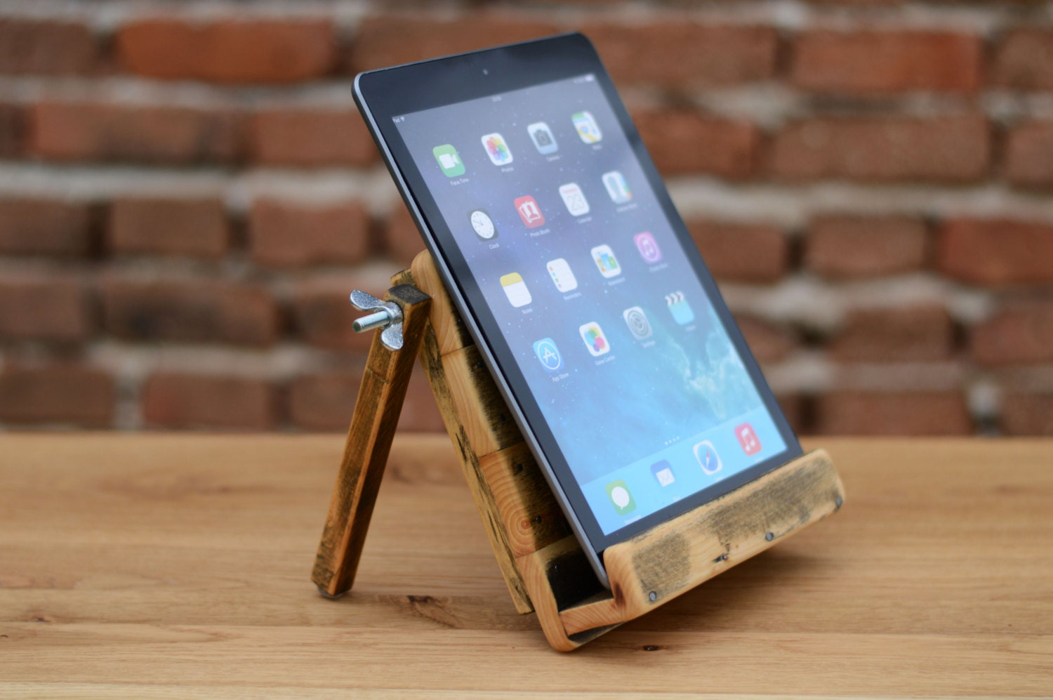 ipad dock tablet stand wooden ipad air stand wooden tablet. Black Bedroom Furniture Sets. Home Design Ideas