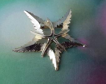 vintage brooch pin costume jewelry leaf