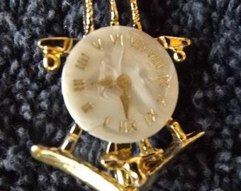 Vintage  Goldtone Cocoo Clock  Brooch  Pin CL20-49