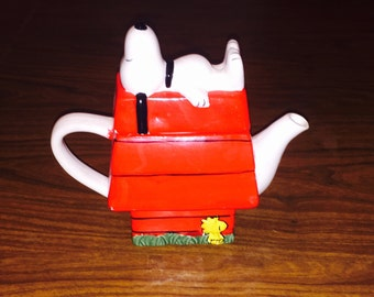 Peanuts Snoopy Decorative Teapot