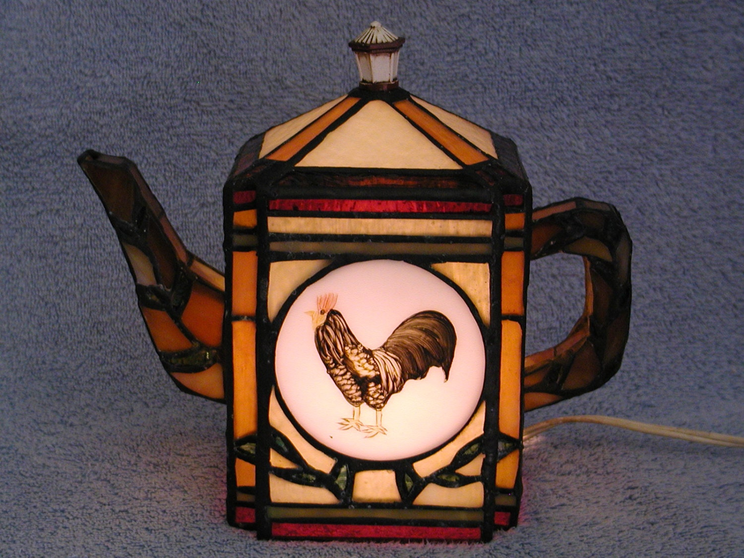 accent lamp stained glass teapot rooster motif. Black Bedroom Furniture Sets. Home Design Ideas