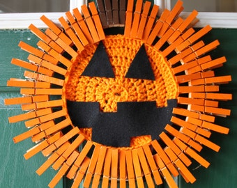 Pumpkin Decor - Halloween Jack-o-lantern wreath - Pumpkin Wreath - Halloween Pumpkin - Crocheted Wreath -Clothespin Wreath