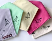 Hand printed - Baby bandana bib - Paper Airplane- Paper plane - Toy plane - drool bib - Handmade in Canada-0 to 24 months - choose color