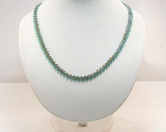 Delicate chain in green and gold