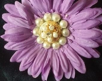 Lavender. Daisy Lapel Pin