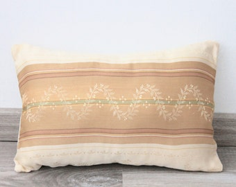 Pillow in light brown tones with motif