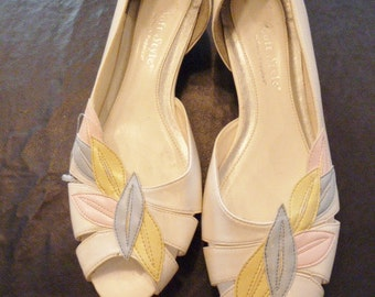SALE awesome Hush Puppies circa 1980s peep toe flats with feathers size 8 never worn