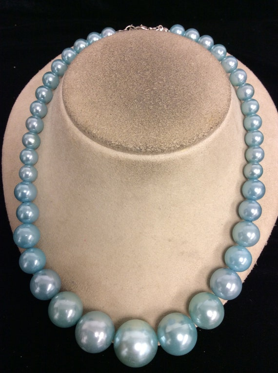 vintage baby blue graduated beaded necklace by lehightongold