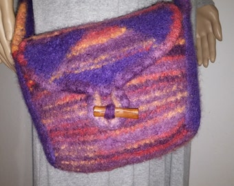 Drops felted bag in purple with pink
