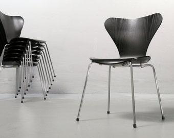 Arne Jacobsen, Chair 3107, Fritz Hansen black, Stacking Chair, good condition vintage