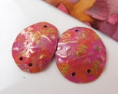 Free-cut egg-shaped embossed copper earring dangles in magenta and orange,   HM15-037