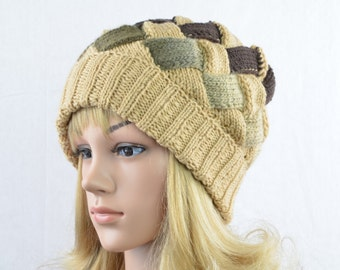 Extravagant, knitted beanie for women in beige, sand, mocha