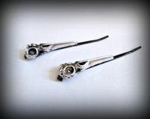 Bird skull bobby pin,raven skull bobby pins ,set of 2 , gothic bobby pins