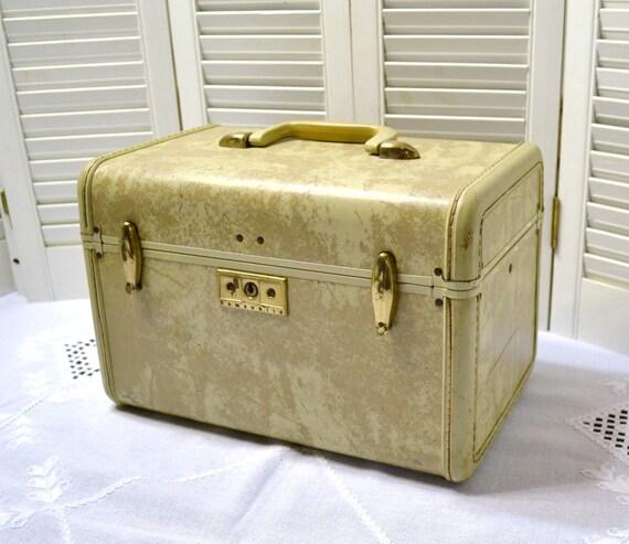 vintage samsonite train case cosmetic case cream beige wedding. Black Bedroom Furniture Sets. Home Design Ideas