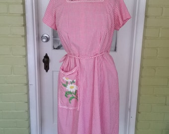 Vintage Swirl Wrap pink gingham dress. Daisy dress. Women's Large/XLarge