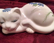 50% OFF Sale 1980s Price Products Sleeping Cat Figurine//Home Decor//Cat Lovers//Porcelain Cat Figure//1980 Knick Knacks//Shelf and Home