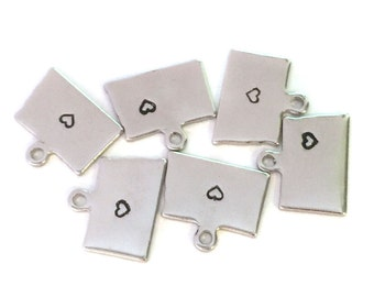 2x Silver Plated North Dakota State Charms w/ Hearts - M070/H-ND