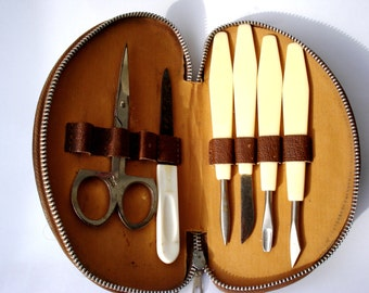 Vintage Brown Leather Manicure Set/ Toiletry Case For Women/ Leather Pouch /1970s