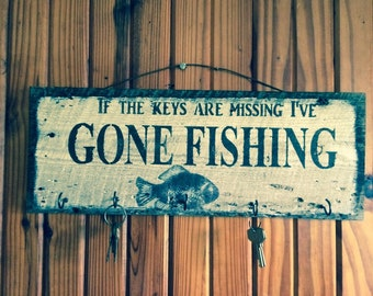 Barn wood key rack: if the keys are missing i've GONE FISHING key rack with painted fish.