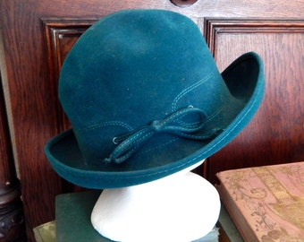 Vintage 1960's MOD Twiggy scooter hat cap moss green Touriste Lord & Taylor Switzerland Annie Hall travel chic trend