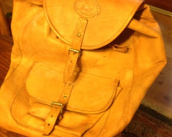 Leather bacpack by sergios