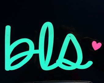 Cursive Initial Decal W/ Accent Heart