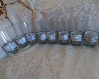Vintage Set of Eight Glasses With Swril Design (1108)