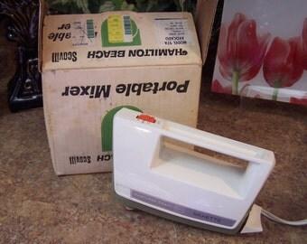Vintage Hamiliton Beach Portable Mixer Avocado