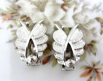 Vintage Sarah Coventry Clip On Silver Tone Earrings