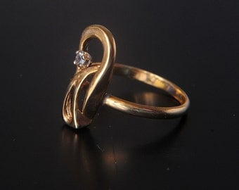 9 ct solid gold dress ring with a small white semi-precious stone