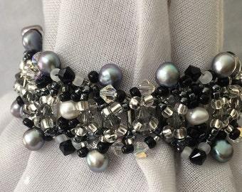 Monochromatic freshwater pearl and Swarovski crystal bracelet