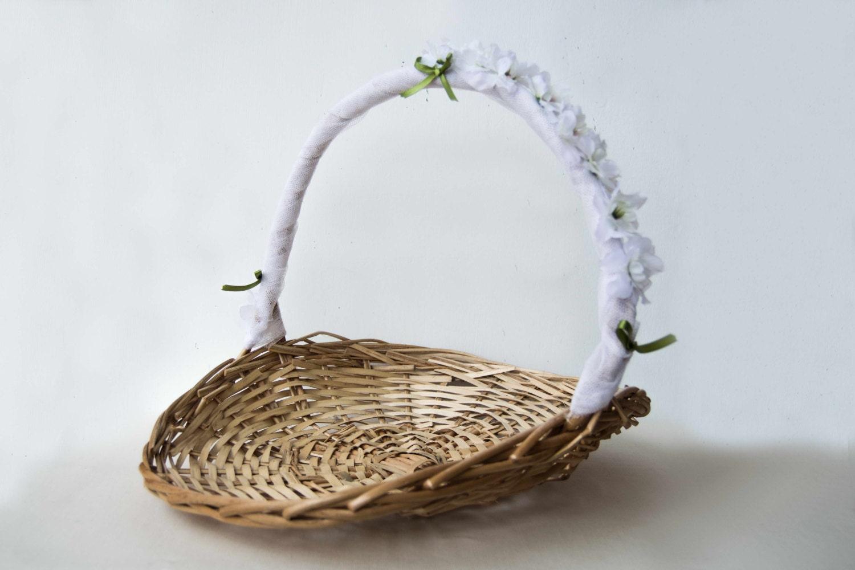 Panier d cor de tulle et de fleurs panier en osier pour les for Decoration osier pour jardin