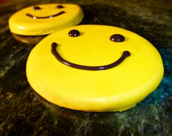 Gourmet Dog Treat: Homemade Happy Face Dog Cookie