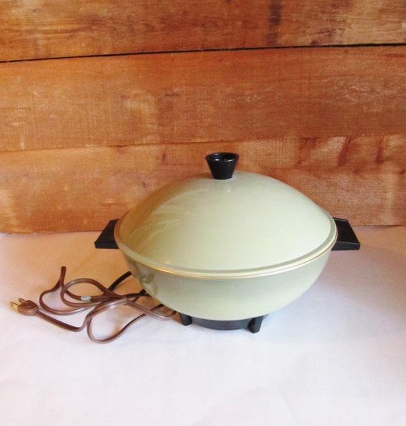 Electric Bun Warmer ~ Vintage avocado green electric bun warmer edc company
