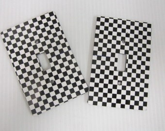 2 light switch plage covers, Checker design