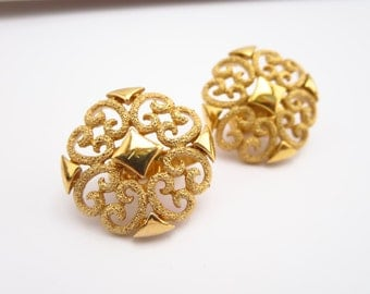Vintage Women's Avon Gold Tone Filigree Clip On Earrings