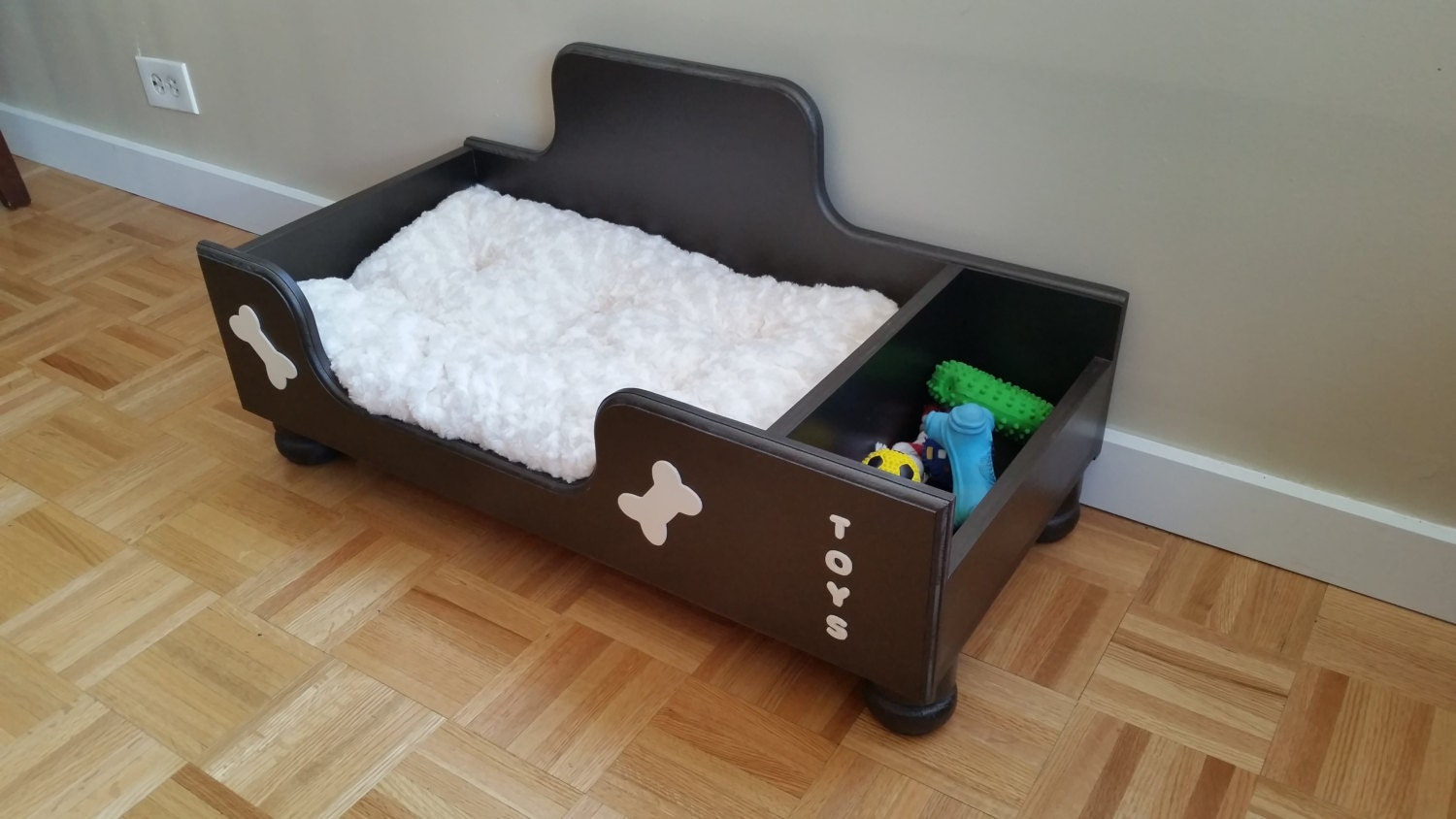 handmade cozy dog bed wooden dog bed dog furniture pet bed. Black Bedroom Furniture Sets. Home Design Ideas