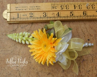 Silk Flower Corsage, Yellow Wedding Corsage, Gerbera Wedding Flower, Prom Corsage, Mother of the Bride pin-on corsage