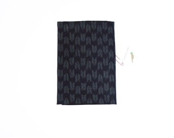 "Pocket square with ""yagasuri"" navy blue pattern"