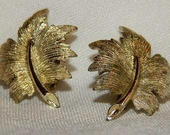 Lovely Vintage Emmons Oak Leaf Earrings