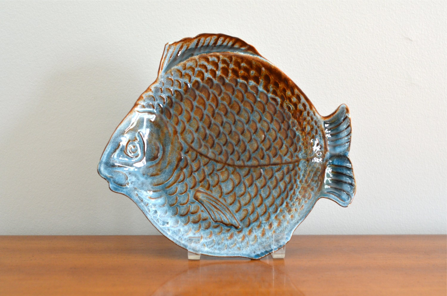 Vintage dryden pottery fish shaped plate tray serving dish for Fish shaped plates