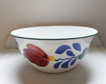 "Large enamel bowl with ""Dutch boerenbont pattern"" flower decoration"