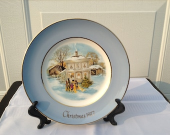 Avon Christmas Plate  ~ 1977 Christmas Plate ~ Carollers In The Snow~   22 Karat Gold Wedgwood