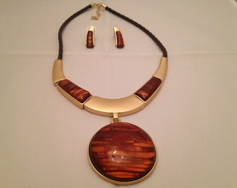 Beautiful Gold-Plated and Amber Necklace and Earrings Set