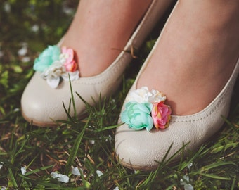 Flower shoe clips white pink turquoise