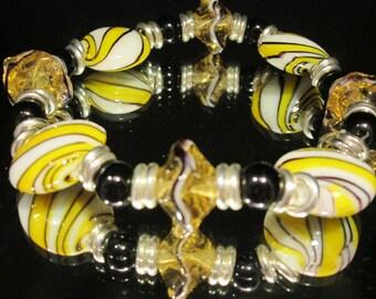 Beautiful yellow and black stretch bracelet